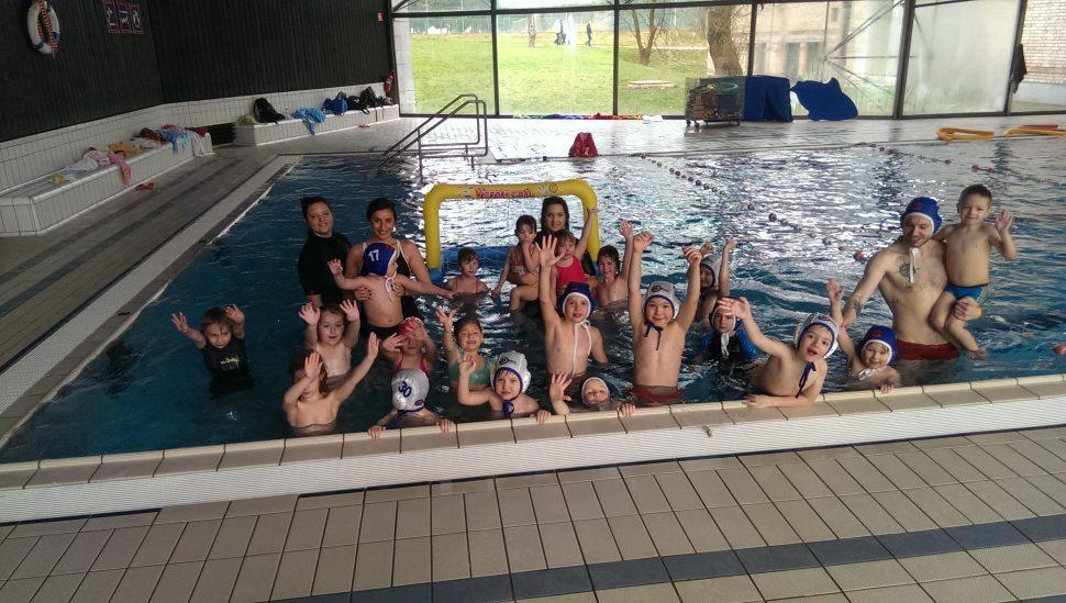 Naši najmlajši plavanje